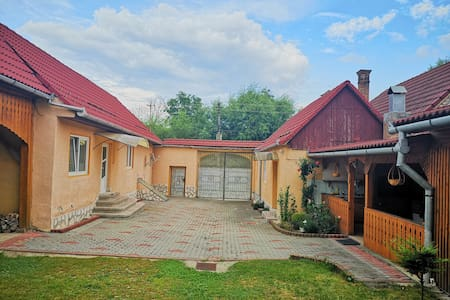 Mountain Countryside House &  Courtyard near Sibiu