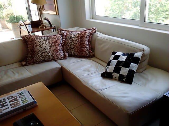 Beautiful flat , quiet neighborhood - Glifada - Appartement