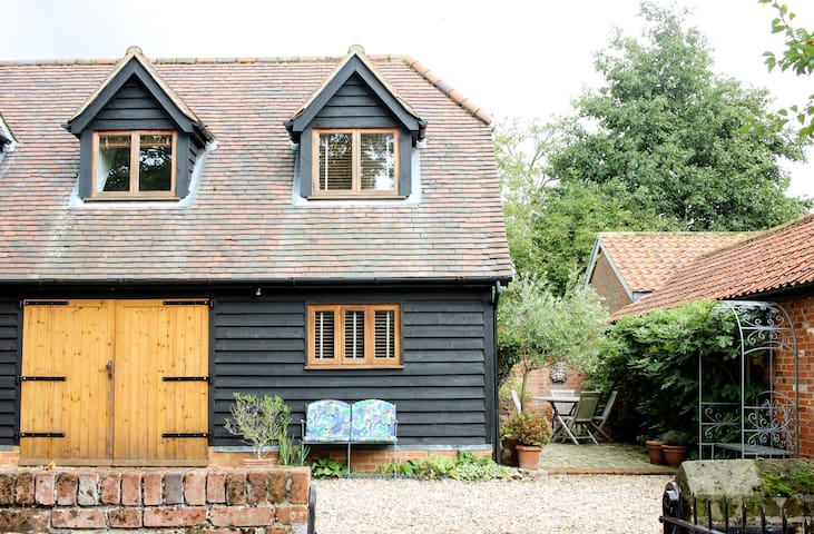 Detached 1 Bedroom Barn in Hadleigh, Suffolk