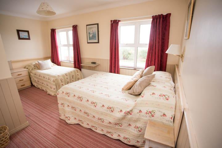 Triple En-Suite Room in Donegal Gaeltacht B&B
