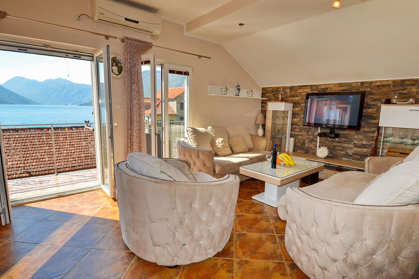 Luxury apartment with sea view A&B