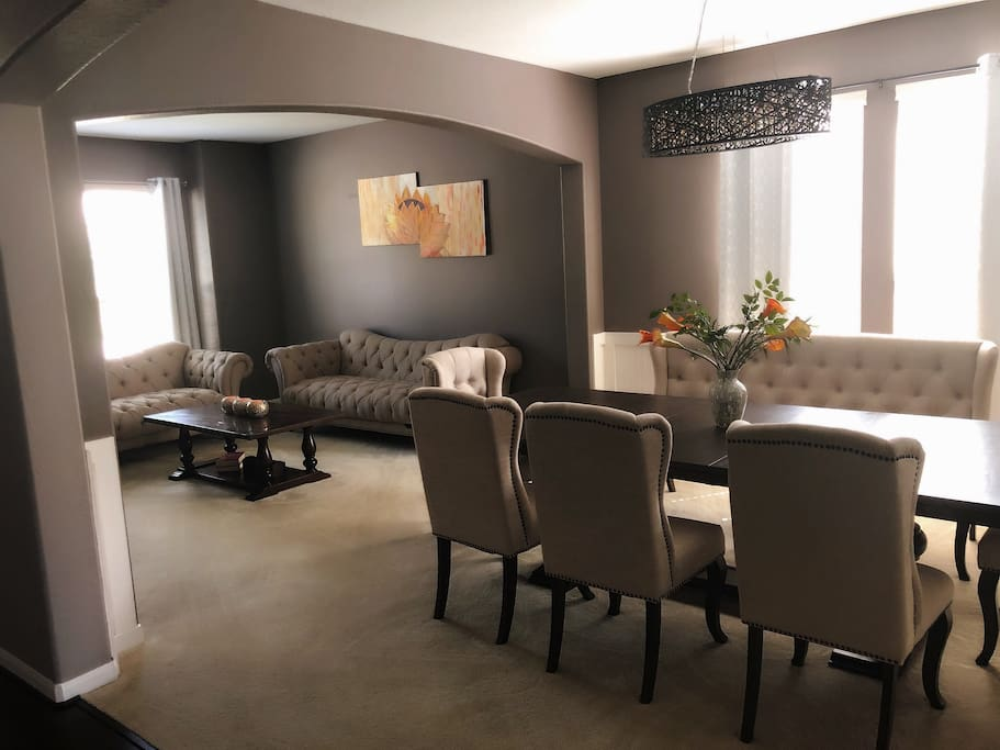 Formal dining and relaxation room