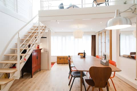 SPACE! to breath & relax! Unique Loft by the Canal