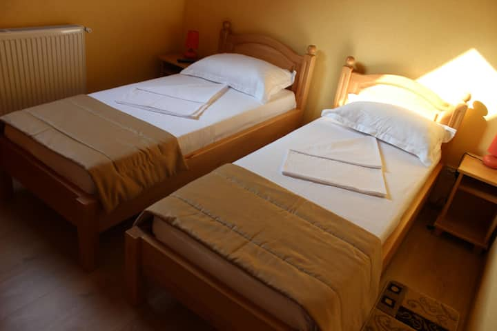 Venesis House - Twin Room - no. 8