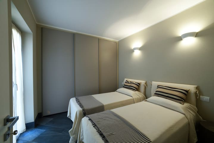 Bedroom (2 single beds that can be merged to make a double bed)