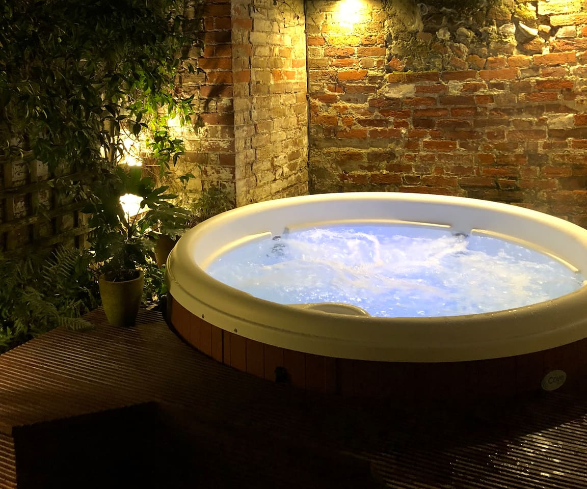 Hot Tub in private courtyard