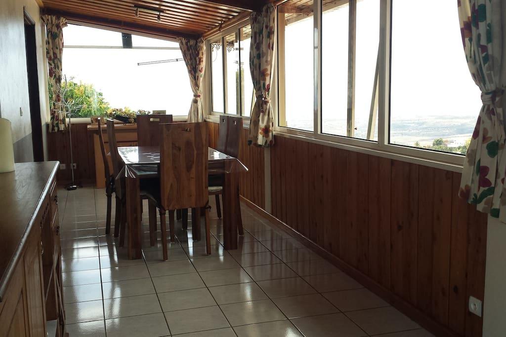 Salle à manger avec vue panoramique