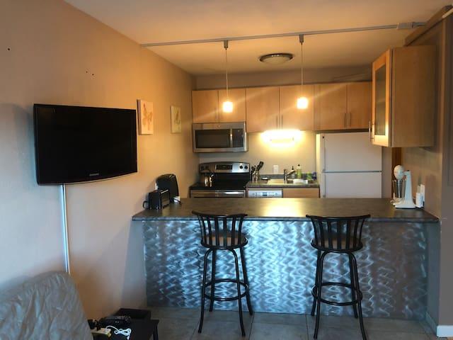 Flat Screen TV - Roku Player - Breakfast nook/bar with Full Kitchen