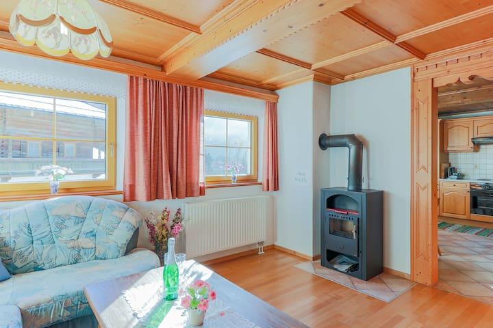 Sfeervol appartement ìn Tirol met gezellige houtkachel