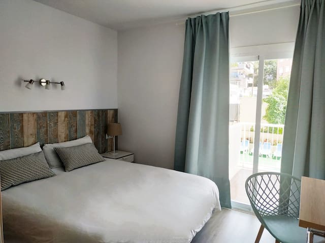 Bright 2 bedroom Apartment near Palmanova's Beach
