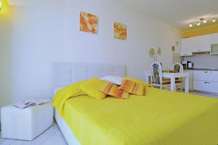 Romantic and lovely apartment in quiet location - Rabac - Apartmen