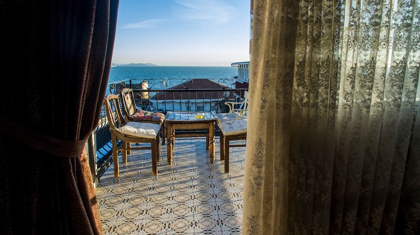 Central Old Town Penthouse Unit - Istanbul - Bed & Breakfast