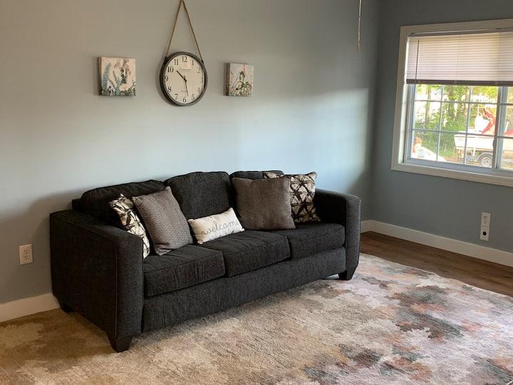 Homey Duplex- Close to Everything!