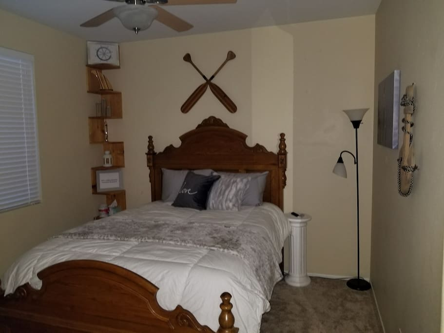 Nautical Room, Bed
