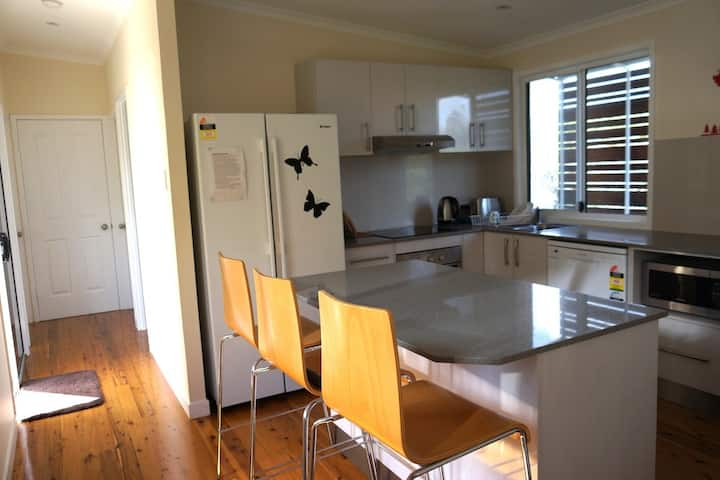 Private room. ALL girl house Carindale. Brisbane