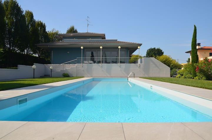 Villa con piscina a Muscoline
