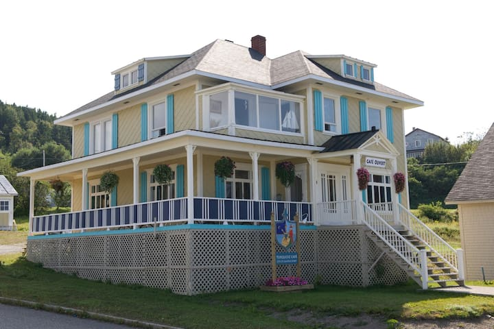 Turquoiz Café, grande demeure avec vue sur la mer