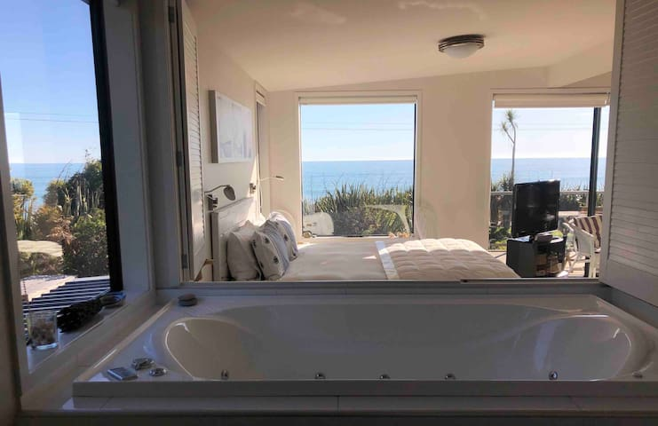 Jacksons Bay, Beach Studio, paradise with a view.
