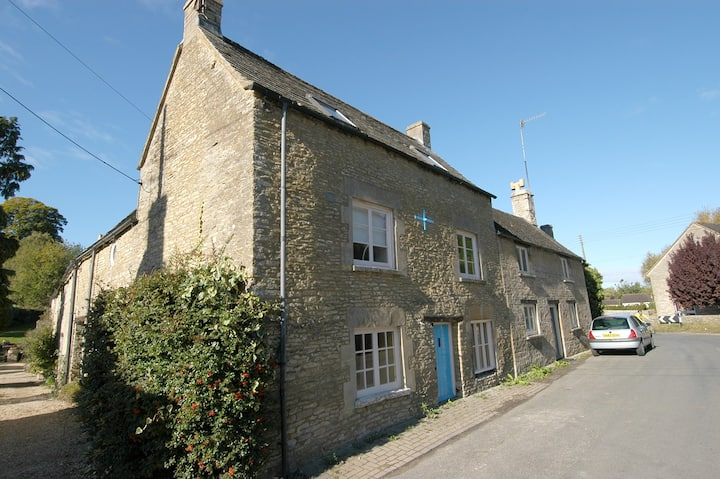 Old Forge Cottage, a cosy Cotswolds cottage