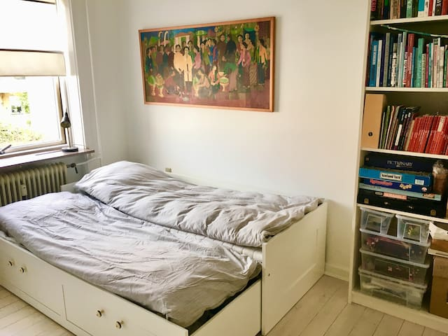 Nice room, sleeps 1-2 persons,  20min from CPH