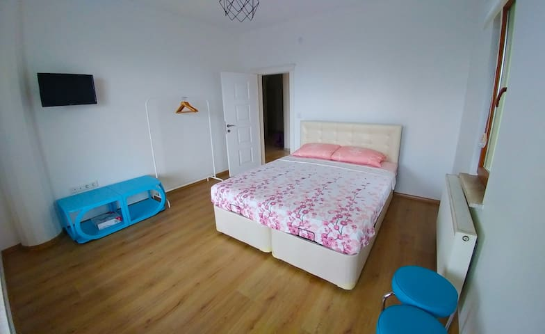 Simple, Clean,Economic with Garden,AC,Wifi,Parking