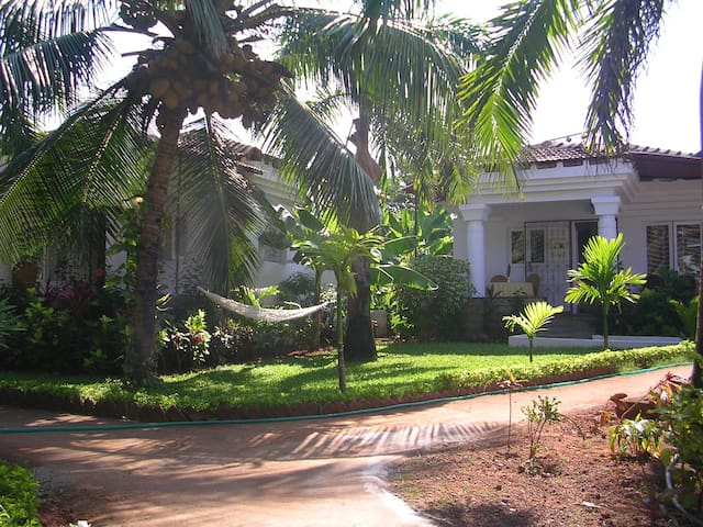 Sunflower villa @  Cavelosim ( single bedroom) - Goa - Vila
