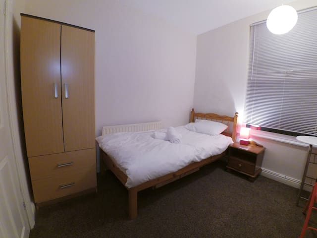 Budget single room close to city centre 1|39