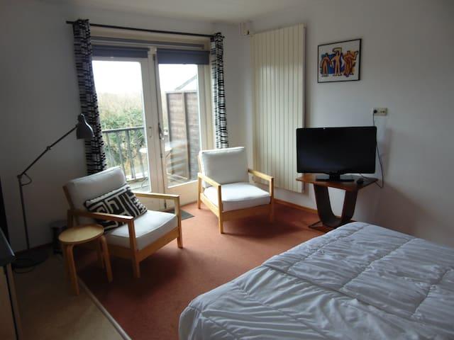 Ruime kamer met  badkamer en balkon - Bergen aan Zee - Vila