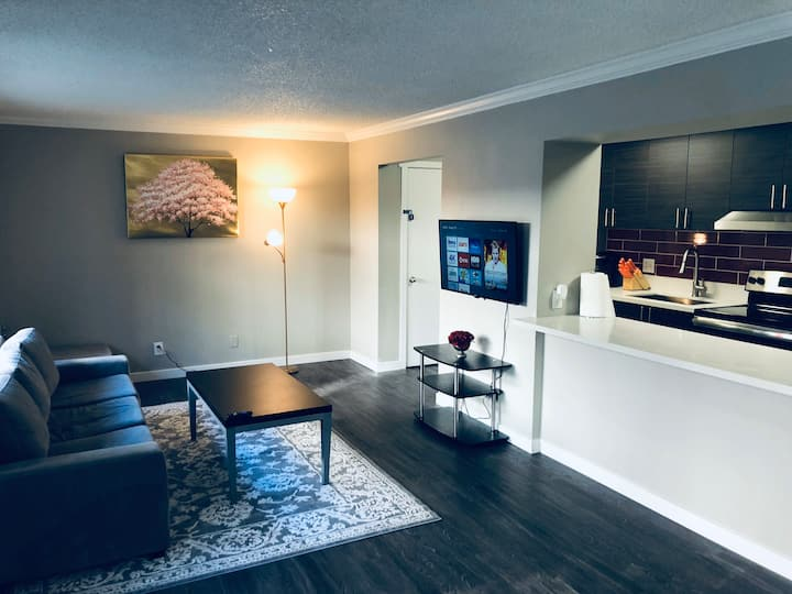 Contemporary 2 Bed 2 Bath w/2 pools 3 min to Strip
