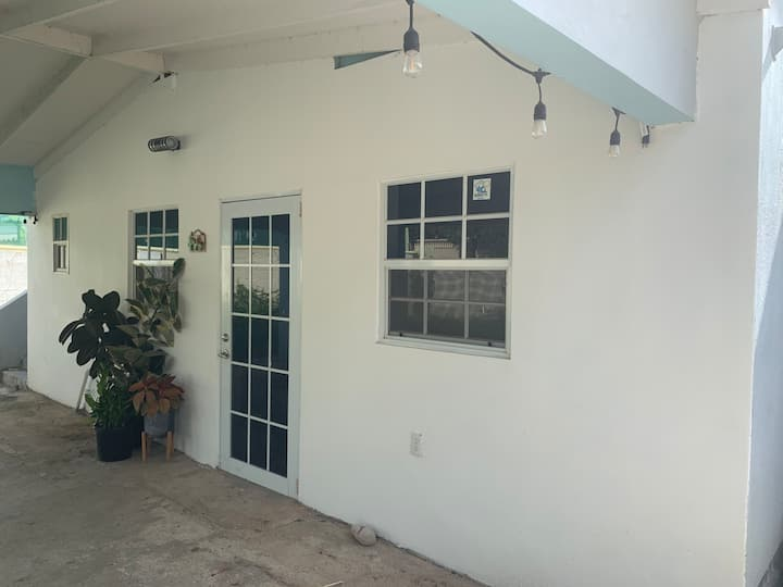 Sun Valley Studio in safe and quiet neighborhood