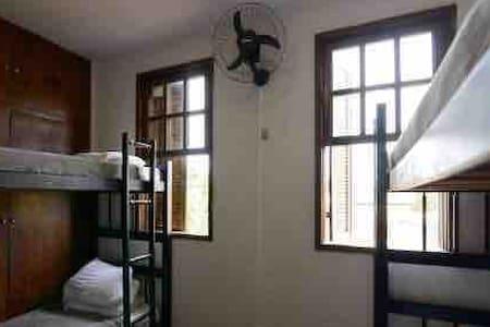 quarto confortável com beliche no centro de suzano