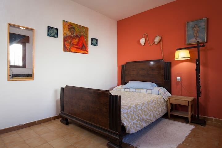 Menorca bedroom w/private wc - El Pozo de los Frailes - Bed & Breakfast