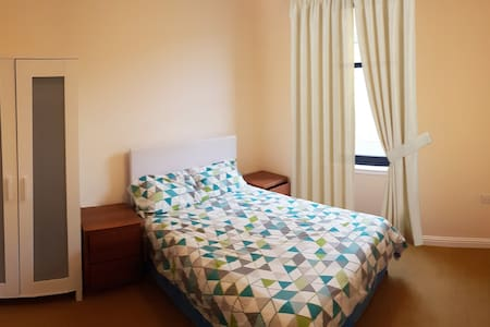 Double room very close to Glasgow Airport - Paisley - Wohnung