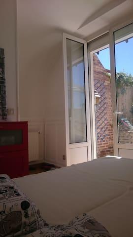 2 ème chambre donnant sur la terrasse
