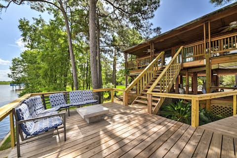 Riverfront Houston House w/ Deck & Private Dock!