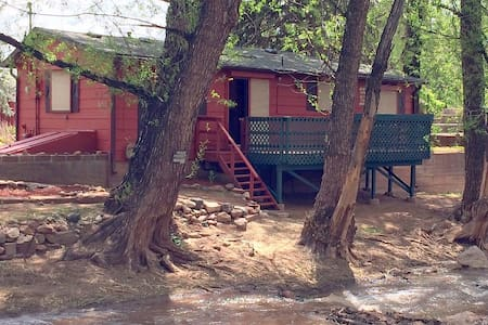 CREEKSIDE CABIN with private creek access and Very Near Pikes Peak and Garden of the Gods - Manitou Springs - Mökki