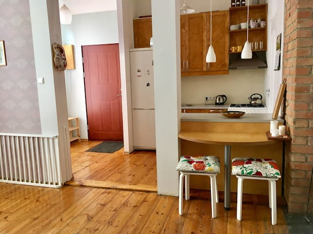 Spacious studio 10 min from old town