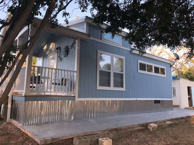Tiny House for TWO- 399 Sq Ft- Lake Buchanan
