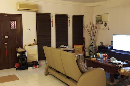 Leisure & Home Stay - away City - Kajang - House