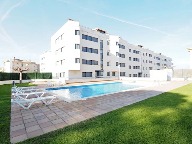 Seaview apartment with 2 swimming pools (for adults and for children) and private parking.