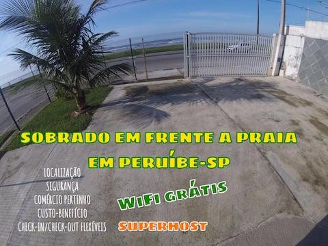 Sobrado em frente à praia Beira-mar, Peruíbe.Wi-Fi