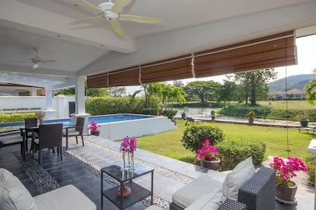 Stella Maris Pool Villa, Hua Hin, 2.0 km to beach.