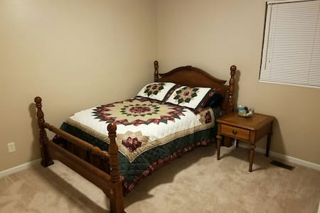 Cozy bedroom, 5 minutes from I75 - Middletown