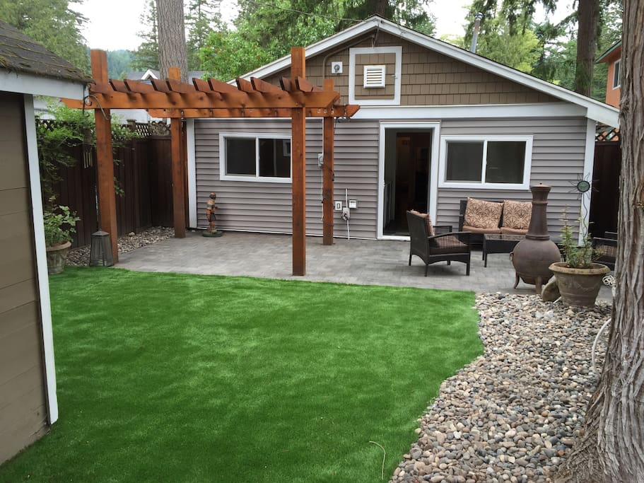 artificial turf so always green and tidy