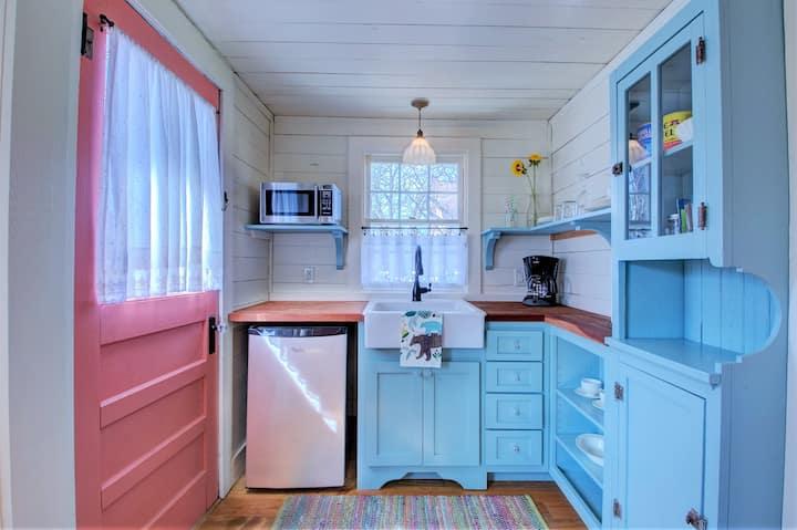 Backyard Cottage in Hillcrest