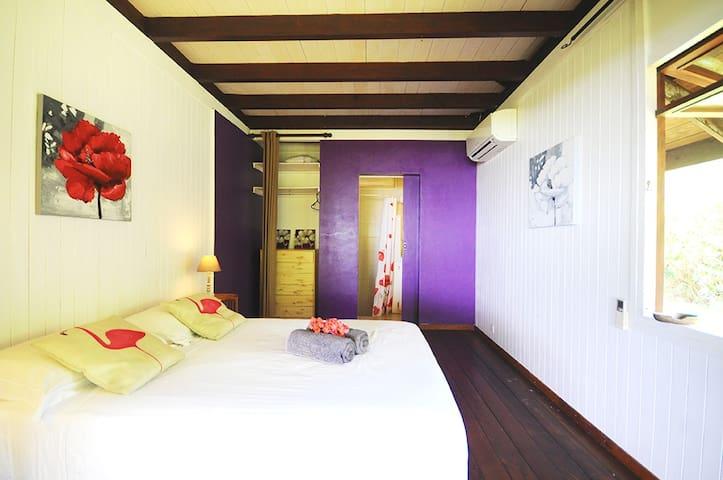 Chambre N°02 Climatisation, salle de bain, vue sur le lagon.
