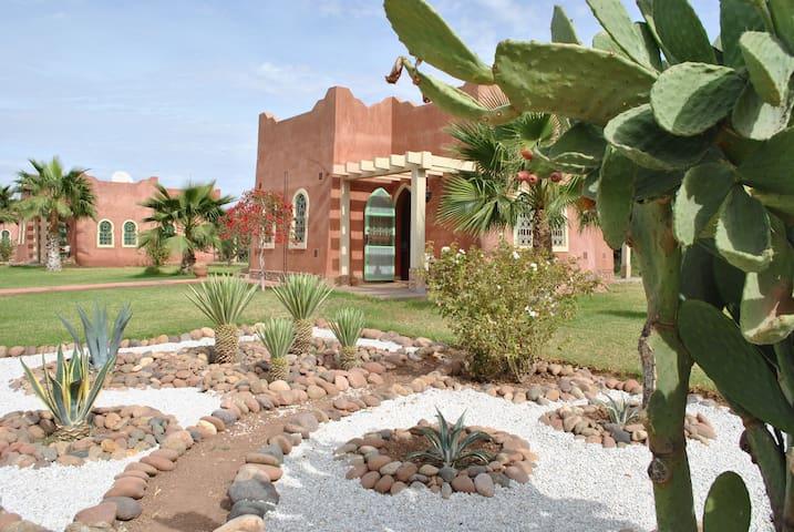Maison d'hôtes dans Riad avec piscine - Marrakech - House
