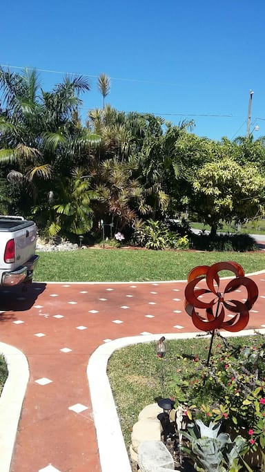 Parking and walkway to entrance. Great curb appeal :)