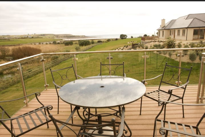 Villa Yeats - beach side, tennis court, mini golf - Ardmore - House