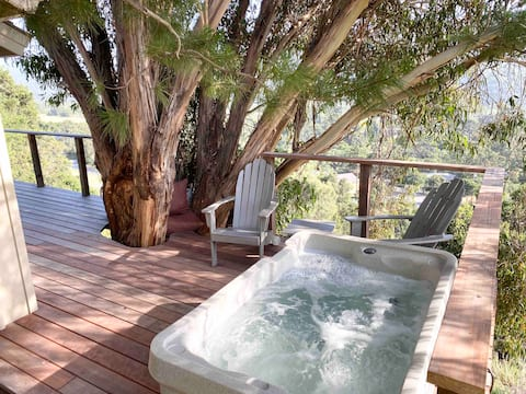Honeymoon Wine Country Treehouse